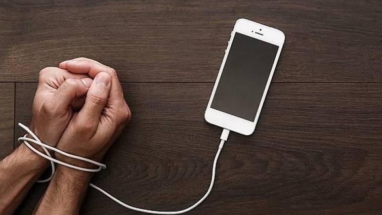 Comprueba con un simple test si eres adict@ al móvil